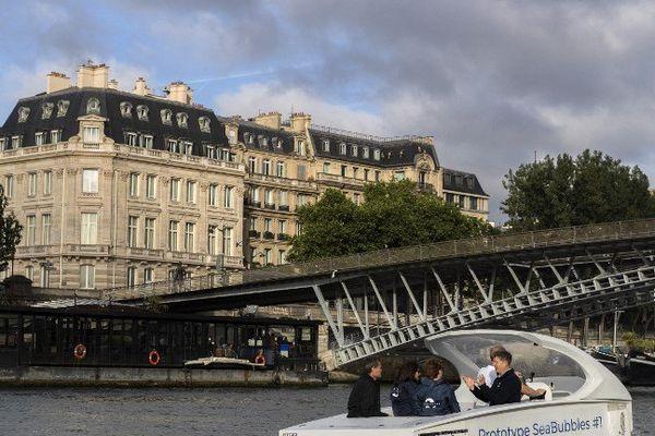 Un test des Sea Bubbles sur la Seine avait eu lieu le 16 juin dernier. A bord de l'engin, la maire de Paris, Anne Hidalgo.