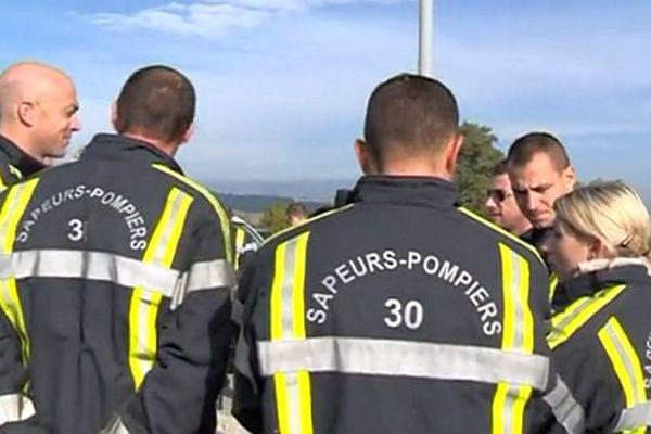 Bagnols-sur-Cèze (Gard) - manifestation des pompiers volontaires devant la caserne - 26 octobre 2015.