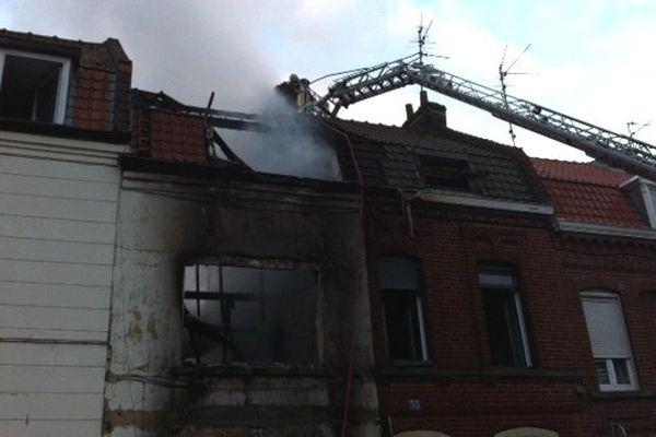L'incendie s'est déclaré vers 3h15 rue de Bouvines à Roubaix.