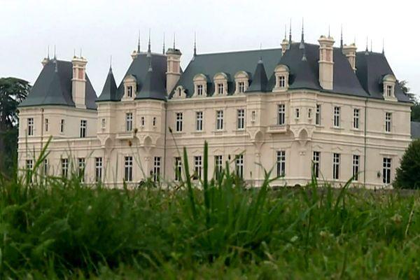 Le Château de Falloux, dans le Maine-et-Loire, est mis aux enchères.