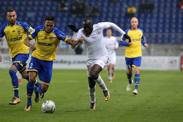 Sochaux - Nîmes: 2-1. Les Crocos restaient sur quatre victoires d'affilée.