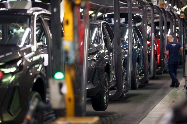 Les ateliers de fabrication des Peugeot 308, 3008, 5008 et Opel Grandland X de l'usine de Stellantis Sochaux (ex-PSA)