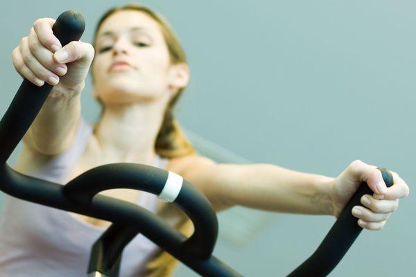 Difficile de trouver un vélo d'appartement ou un banc de musculation , pire un tapis de gym, dans vos magasins habituels : ils sont dévalisés