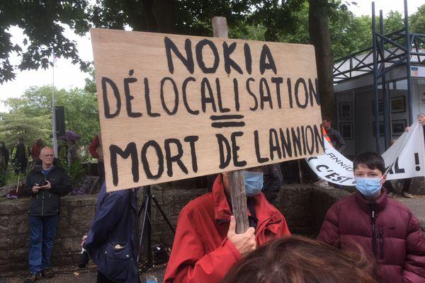 Plusieurs milliers de personnes sont venus soutenir les salariés de Nokia à Lannion, visés par un plan social qui concerne plus de la moitié des effectifs