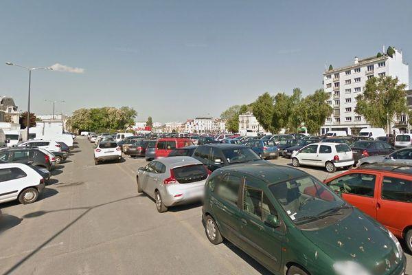 Le stationnement est désormais gratuit à Reims, pendant le nouveau confinement. Comme ici au parking du Boulingrin.