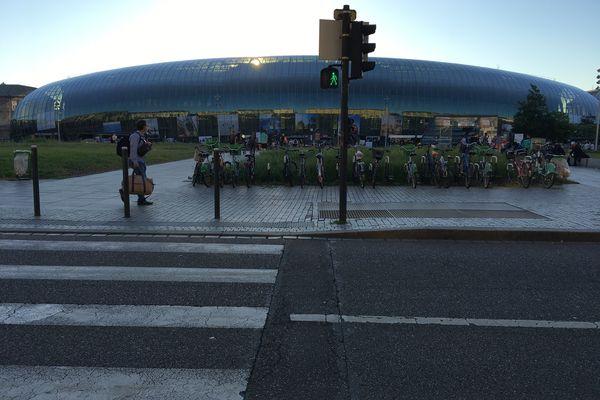 La gare de Strasbourg, photographiée cinq jours avant la fuite de gaz qui a entraîné une perturbation des transports en commun et de l'accueil des usagères et usagers.