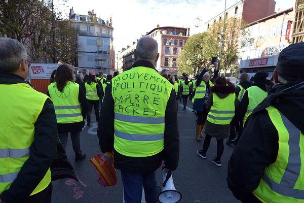 """Manifestation des """"gilets jaunes"""" le 1er décembre 2018 à Toulouse."""