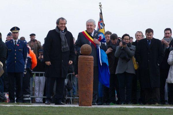 Le président de l'UEFA, le Français Michel Platini, a d'ailleurs inauguré le 11 décembre 2014 à Ploegsteert (Belgique) un monument en souvenir du match.
