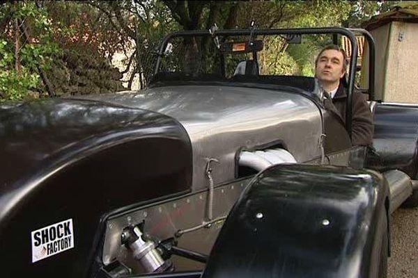 Christian Vermale, pilote et amateur de bolides a bord de sa Lotus Seven qu'il a construit lui-même.