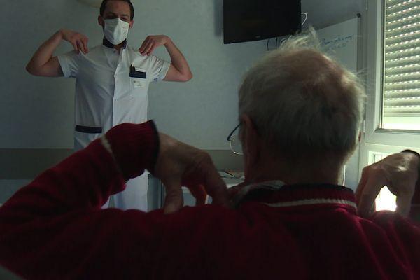 """Exercice """"d'évaluation"""" d'un patient """"post-Covid"""" au Centre hospitalier d'Hauteville (Ain)."""
