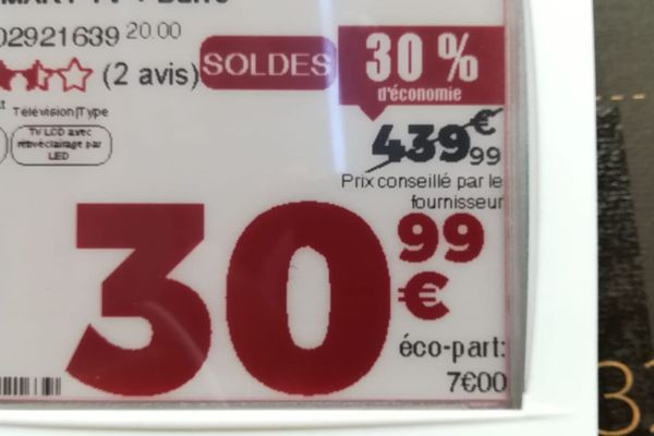 Montpellier - un bug informatique met des téléviseurs à 30,99 euros au lieu de 439,99€, dans des hypermarchés - 8 janvier 2020.