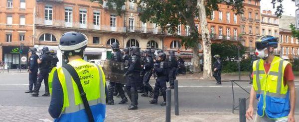 Toulouse - Des observateurs de l'Observatoire toulousain des Pratiques policière-OPP à la manifestation du 24 juillet 2021.