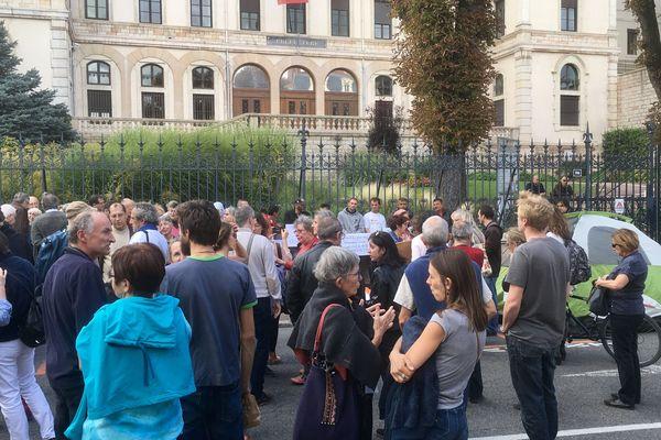 Une manifestation a eu lieu mercredi 13 septembre 2017 devant la préfecture à Mâcon pour demander l'amélioration des conditions d'accueil des demandeurs d'asile arrivant en Saône-et-Loire.