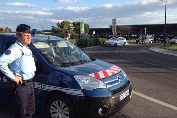 Contrôle de gendarmerie devant l'aéroport de Montpellier le 23 mars 2016