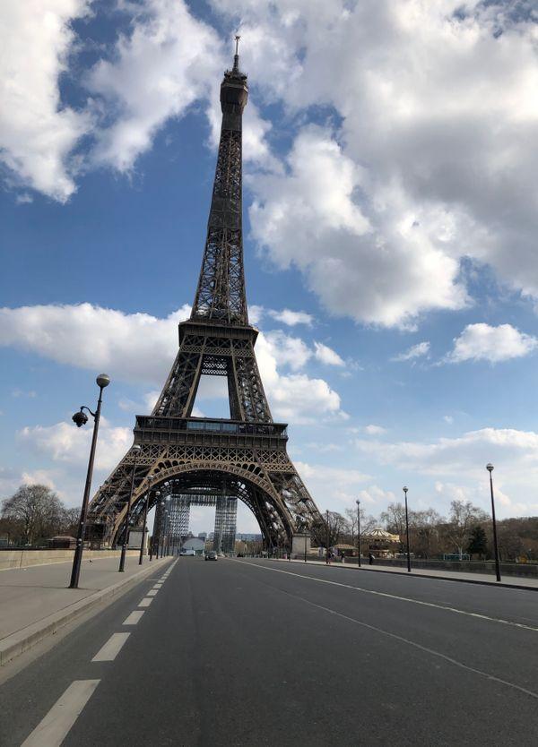 Devant La Tour Eiffel ....