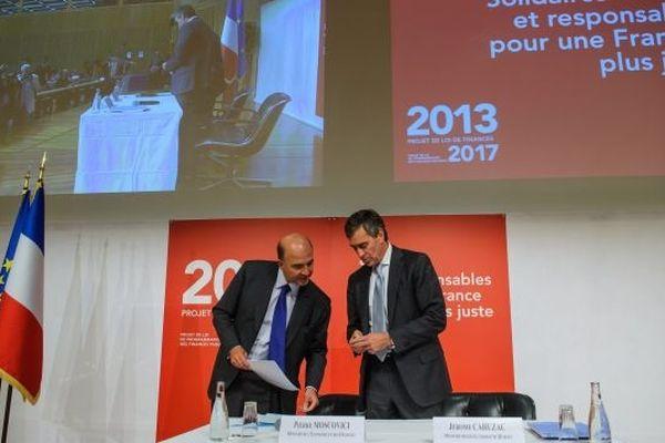 Pierre Moscovici et Jérôme Cahuzac en septembre 2012 lors d'une conférence de presse à Vercy