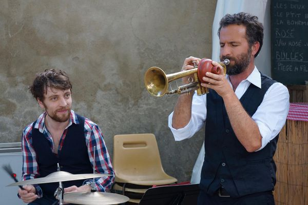 Les Véritables Ducs : Florian Statche à la batterie et Gaël Riteau à la trompette.