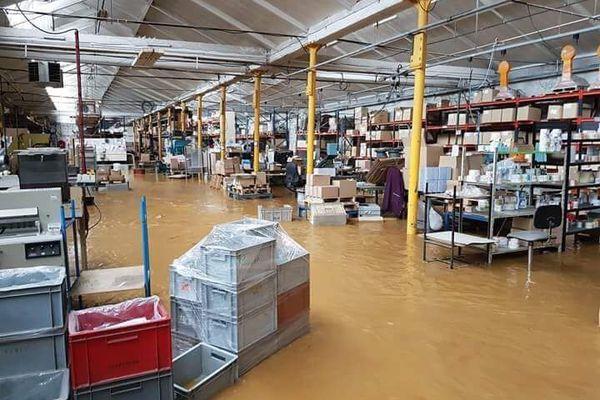 L'usine Vynex de Thellone sous les eaux, près de Sedan