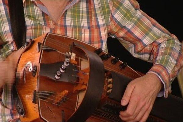 La vielle est un instrument dont l'origine remonte au 9ème siècle
