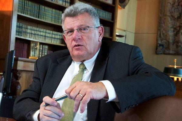 Christian Eckert . Secrétaire d'état au budget.