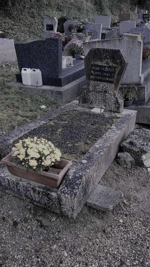 La tombe de Henri Léon Tribout au cimetière des Andelys