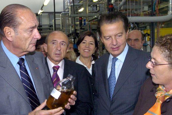 Le Président Jacques Chirac avec le ministre des transports Dominique Perben et le maire de Lyon Gerard Collomb à l'IFP, l'Institut français du pétrole le 20 poctobre 2005
