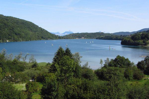 L'accès au lac de Laffrey (Isère) est de nouveau autorisé, sous conditions.