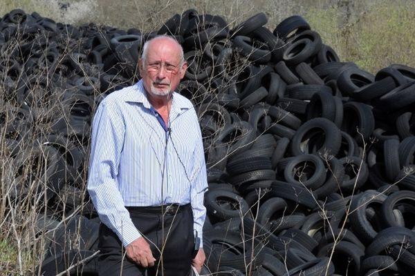 """Ernest Maury, maire de Lachapelle-Auzac dans le Lot : """"Il reste encore 13.000 tonnes sur 25.000"""""""