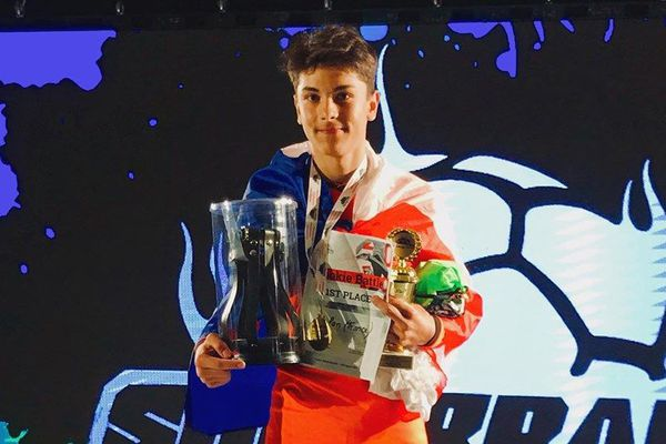 """Nolan a remporté le championnat du monde de football freestyle, dans la catégorie """"espoir""""."""