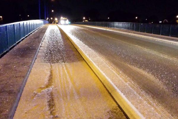 Les éphémères mortes sur le pont de Blagnac ont provoqué un accident, samedi 13 septembre