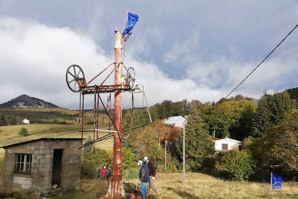 Ce téléski de la station de Saint-Eulalie est en cours de démantèlement