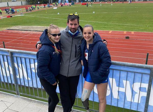 Alice Métais et Typhaine Soldé avec Guillaume Bonnet leur entraîneur A3 Tours.