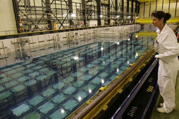 Archive, La Hague 2005 / L'usine Orano (ex AREVA) de La Hague assure le traitement des combustibles nucléaires usés en provenance de réacteurs