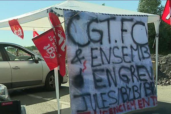 Une quarantaine de salariés bloquent depuis ce lundi matin un entrepôt de la marque Jules à Wattrelos pour protester contre une menace de plan social