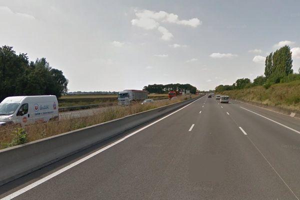 L'accident mortel s'est produit vers 12h55 sur l'A1 sens Lille-Paris, à hauteur de Camphin-en-Carembault.