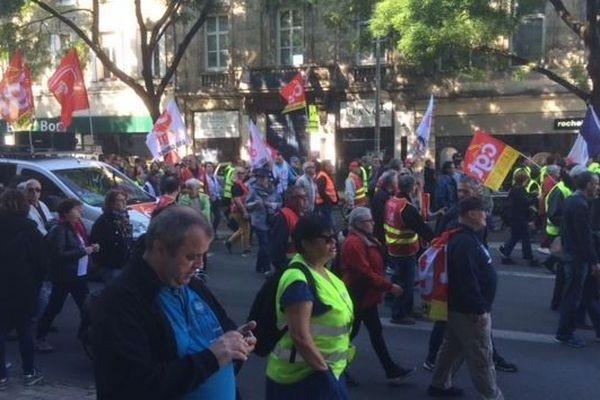 Gilets jaunes, organisations syndicales, assistantes maternelles, défenseurs de l'environnement, ils ont tous battu le pavé côte à côte ce 1er mai à Bordeaux.