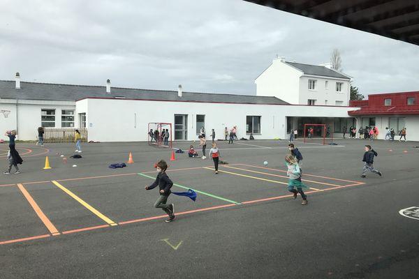 Les abords des écoles, des aires de jeux, des centres de loisirs font partie des douze zones sans tabac qui, en 2021, viennent s'ajouter aux clubs de plage et de voile.
