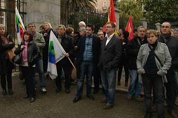 Rassemblement devant la préfecture de région à Ajaccio (Corse-du-Sud), mardi 5 mars