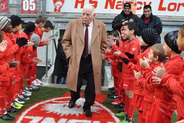 Isaac Niego a oeuvré pour le football chez les plus jeunes, comme ici