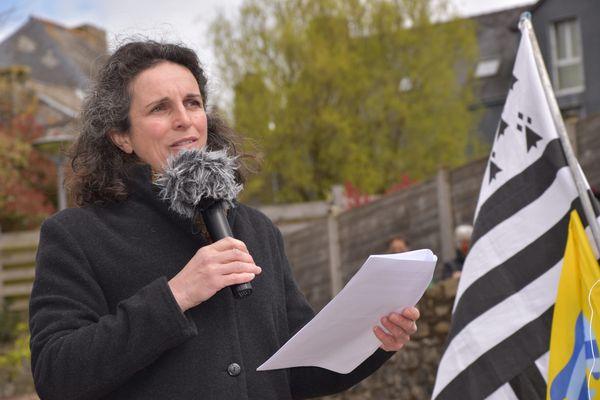 La journaliste Morgan Large, lors d'un rassemblement de soutien, le 6 avril dernier à Rostrenen (Morbihan).