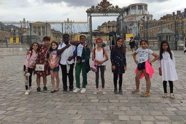 La classe de CM1 de l'école Jean Jaurès en résidence au château de Versailles.