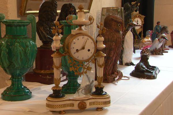 295 objets ayant figurés dans la maison de Madeleine Chapsal à Saintes ont été vendus aux enchères