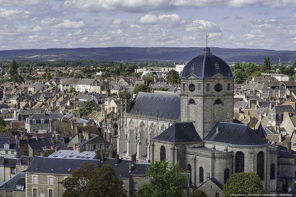 Dans l'Orne, Alençon connaîtra un DIMANCHE nuageux avec des éclaircies.