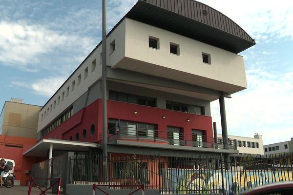 Le lycée Léon Blum au Creusot, où des cas positifs ont été détectés