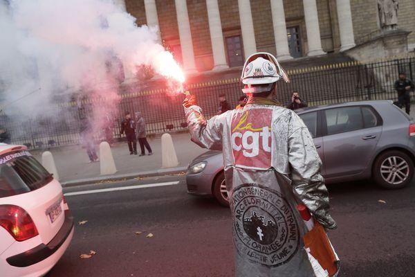 Les sidérurgistes d'Arcelor Florange devant l'Assemblée Nationale, le 28 novembre 2012