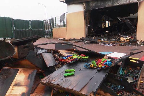 Dans cette école, trois classes ont été ravagées par les flammes.