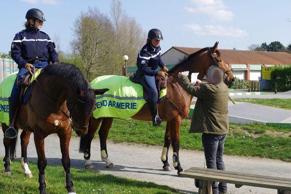 Les gendarmes de Loire-Atlantique ont reçu le renfort de leurs collègues à cheval du Lion d'Angers