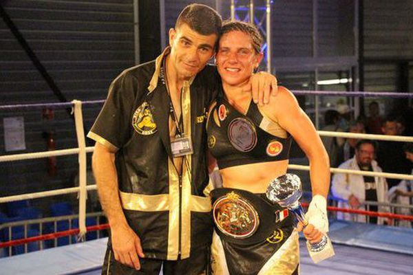 Laetitia Arzalier, Championne d'Europe de boxe avec son entraîneur Frédéric Perez