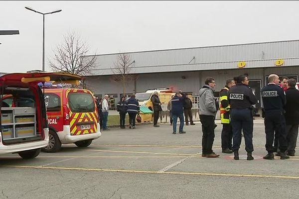 Pompiers et policiers sont intervenus au centre de tri postal d'Audincourt à la suite de maux de tête d'une dizaine de salariés