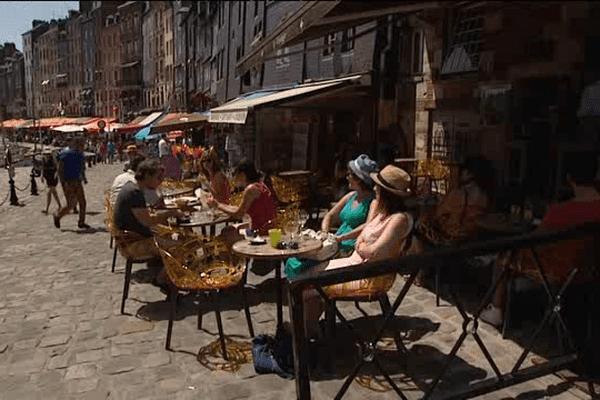 Honfleur accueille chaque année 3,5 millions touristes. c'est la 6e touristique de France.